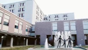 """Infermiere del Covid Hospital insultato: """"Questa gente spara contro la croce rossa del proprio esercito"""""""