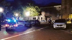Parcheggio selvaggio arrivano vigili e multe in piazza Merlin