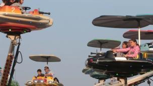 Entro il weekend Zaia vuole riaprire anche Luna Park, giostre e centri estivi