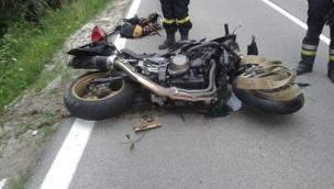 Centauro esce di strada con la moto <br/>imprenditore perde la vita a Folgaria