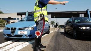 Pazzesco: alla guida dell'autocarro senza patente da 10 anni mai rinnovata per problemi di alcool e droga