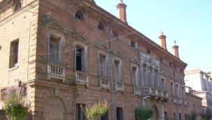 Lendinara, preoccupano i comignoli di Palazzo Perolari