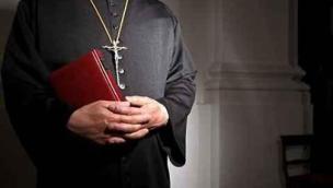 Sei anni e mezzo per il ricatto hard al prete