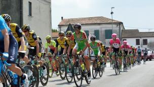 L'appuntamento con il Giro d'Italia è poco dopo l'ora di pranzo