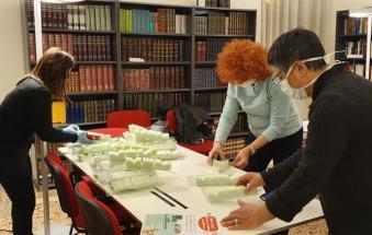 Maschere salvavita per medici e infermieri che lottano contro il virus