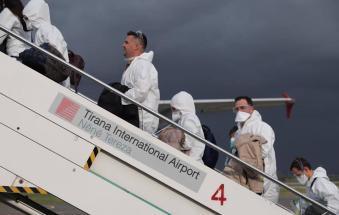"""Trenta medici albanesi contro il virus: """"Noi siamo poveri, ma non giriamo le spalle agli amici"""""""