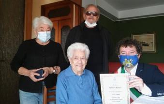 Sindaco e Vice Sindaco rendono omaggio alla centenaria Rosa Rossi