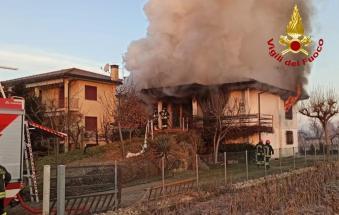 Abitazione in fiamme: morti i due anziani che ci vivevano