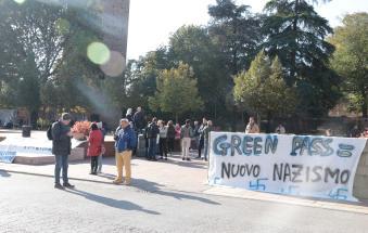 """Green pass day, la manifestazione sul """"nuovo nazismo"""""""