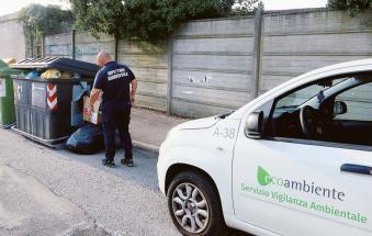 Incivile dei rifiuti, decine di multe grazie all'ecoguardia