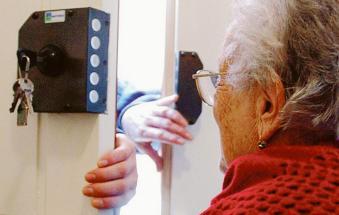 Un porta a porta molto sospetto, finti tecnici fra le case
