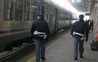 Paura in stazione: si minacciano con bottiglia di vetro e catena della bici tra un binario e l'altro