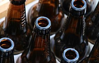 Banditi bicchieri e bottiglie di vetro (e lattine) fino a domenica a Rosolina Mare