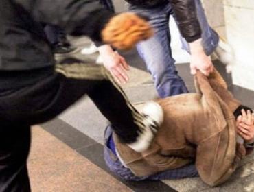 Barista massacrato di botte dalla baby gang per una birra