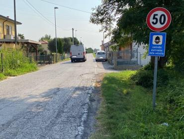 """""""Via Giosuè Carducci: zero protezioni laterali, sempre più trafficata e pericolosa, auto che sfrecciano ad alta velocità"""""""