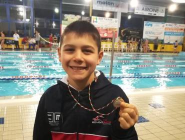 Francesco, bronzo nei 200 farfalla