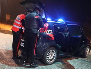 Ubriaco in Traspolesana in barba al coprifuoco si schianta contro il guard rail