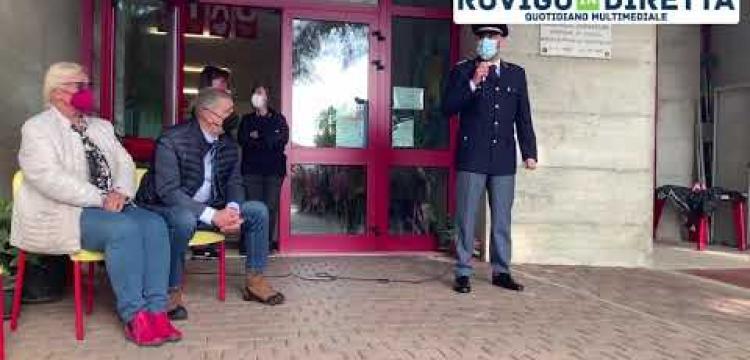 I bimbi cantano per il loro eroe: il poliziotto ucciso in servizio