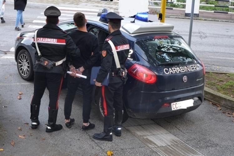Botte ai carabinieri dopo la lite con la compagna