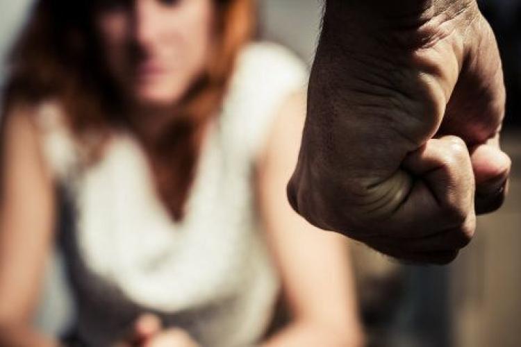 Donne vittime di violenza, il 62% colpita dal partner, il 22% dall'ex