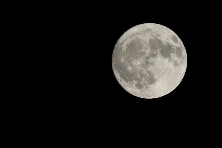 Occhi al cielo: arriva la luna piena del raccolto